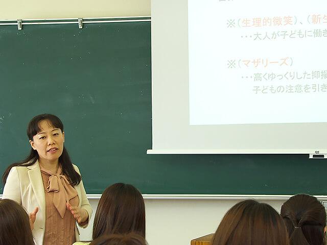 埼玉純真短期大学の学びの風景